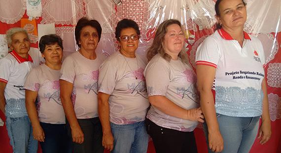 Artesãs do projeto Mulheres de Renda (Pernambuco)
